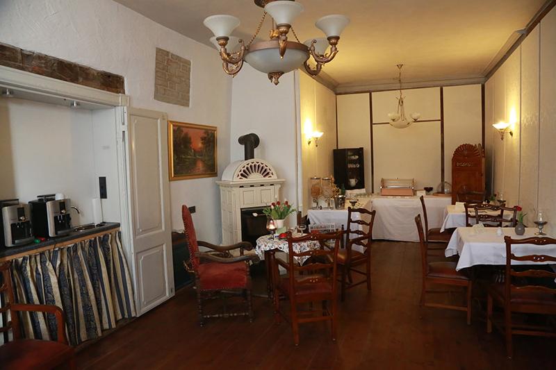 Frühstücks- und Aufenthaltsraum im Hotel Denkmal 13 in Wismar.