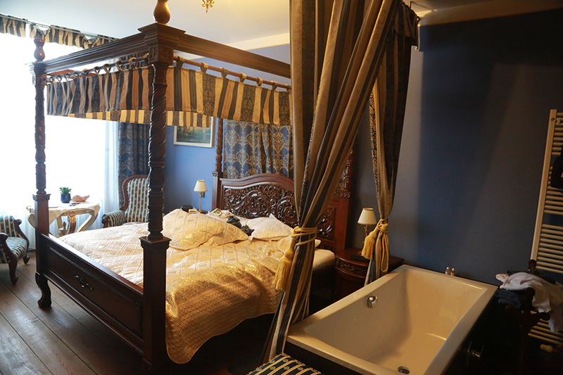 Im portugiesischen Stil ist das Contessa-Zimmer gestaltet.