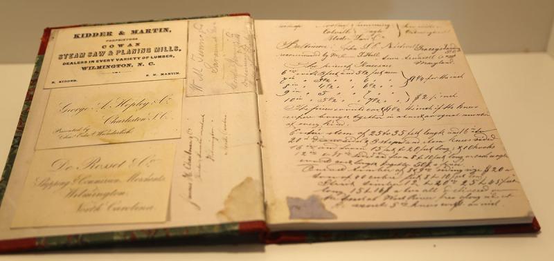 Historische Dokumente aus der Unternehmensgeschichte der Meyer Werft. (Foto: WuKomm)