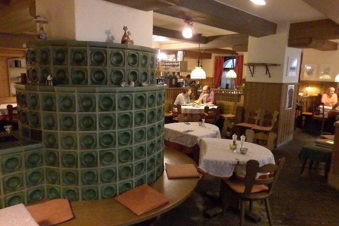Richtig gemütlich ist es auch drinnen in der Weinstube Kachelofen. (Foto: WuKomm)