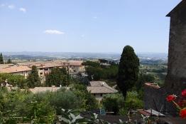 """Aussicht vom Balkon: Restaurant """"La Griglia"""" in San Gimignano."""