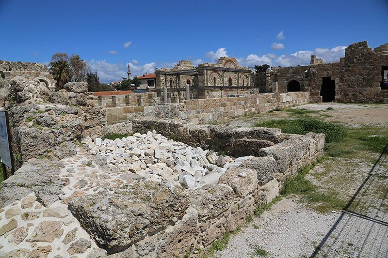 Basilika Side.