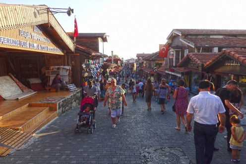 Die Hauptstraße von Side. (Foto: wukomm)