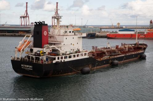 Ein Tankschiff im Hafen von Las Palmas