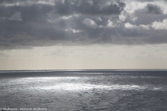 Je später der Seetag, so dunker die Wolken, heißt es am Nachmittag.