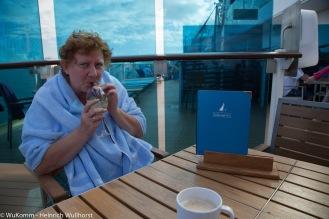 Ob in der Mittagshitze oder am schattigeren Nachmittag, in den Bars ist immer ein Plätzchen frei für Hugo und Kaffee.