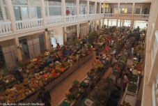 Vielfalt an Früchten und Kräutern.