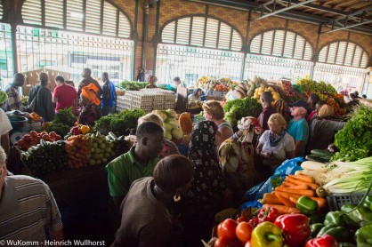 Markthalle in Dakar. Hier findet man Obst,