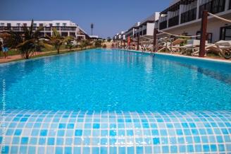 Blick in den Swim-up-Pool.