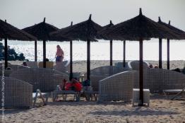 und kostenlose Liegen am Strand.