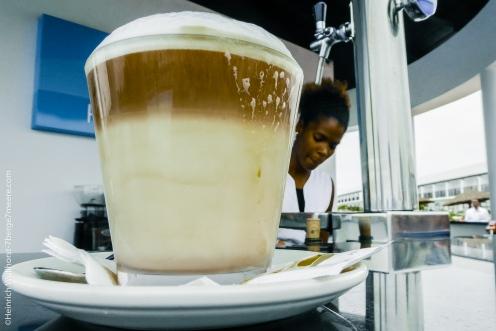 Und gegenüber gibt es einen so tollen Kaffee.